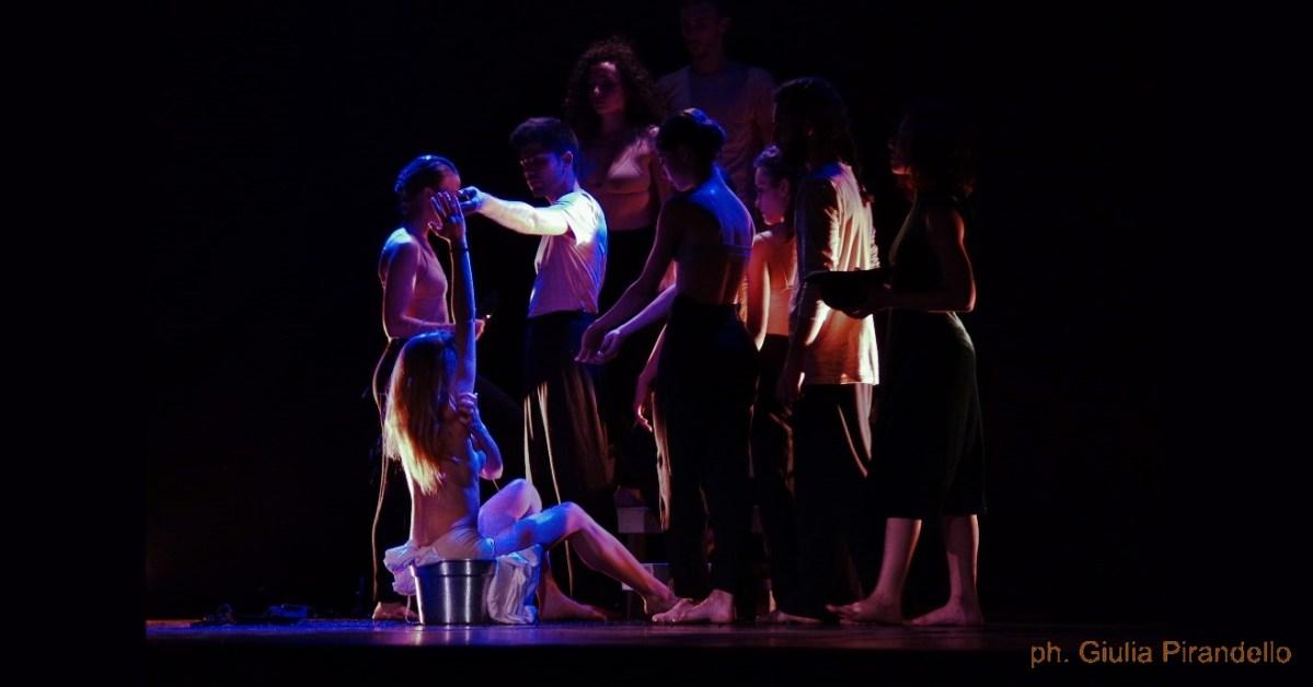 Giochi di luce e di danza nelle foto di Giulia Pirandello