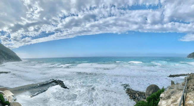 Moneglia, mareggiata sulla spiaggia