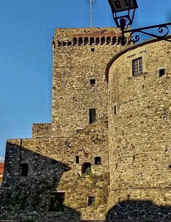 Castello dei Fieschi a Varese Ligure