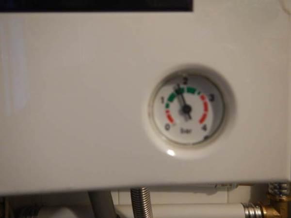 Manometro caldaia pressione impianto di riscaldamento