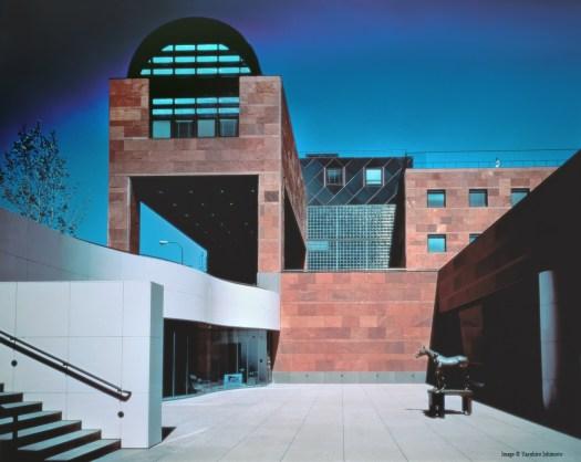 Museu Japão NMEC Guggenheim Arata Isozaki arquitetura design lighting iluminação Prémio Pritzker Contemporânea MOCA