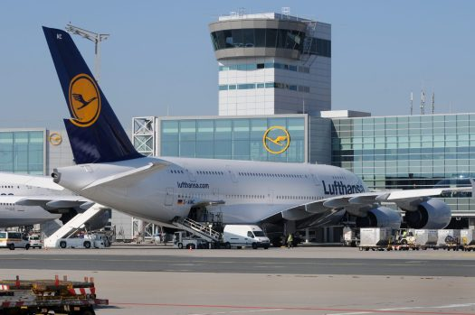 Alemanha Lufthansa Aeroporto hangar avião portas portões jato Múnich avión