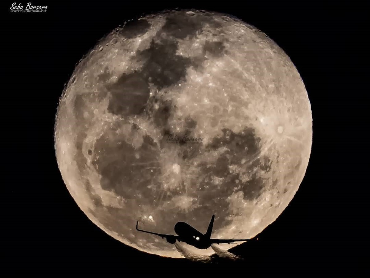 Twitter Instagram Spotter Córdoba lua avião viral fotografia Aeroporto luna