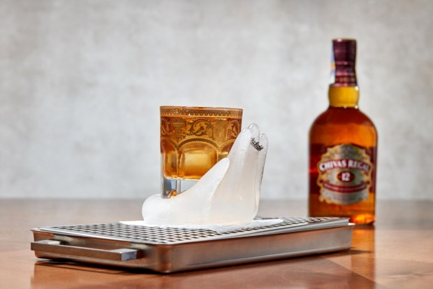 Vitezny drink Filipa Jancarka_Royal Handshake_CHIVAS2018-001