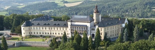 2. cena – Dárková poukázka na ubytování na zámku Zbiroh v hodnotě 55 000 Kč