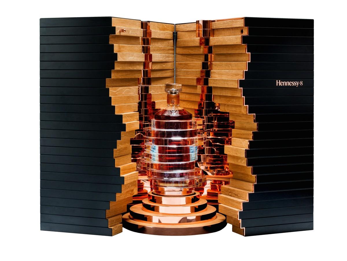 Hennessy8_box_white