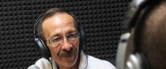 Pino Maniaci, il direttore di TeleJato la tv siciliana antimafia il 25 Giugno 2012, a Radio Siani, la radio di Ercolano che trasmette in un appartamento confiscato alla camorra, nell ambito del festival dell' impegno civile. ANSA/CESARE ABBATE/