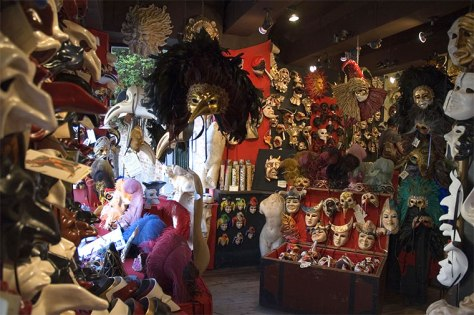 It wasn't until recently, in 1979, that Carnevale returned to Venice in a brilliant revival of Venetian history and culture. Artisans across Venice, like Davide Belloni, owner of Ca' Macana (his shop pictured above), began to study the ancient Venetian technique of mask-making and opened workshops throughout the historic city