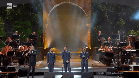 IL VOLO singing accompanied by Andrea Griminelli on the flute