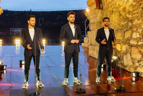 Left to right: Gianluca, Ignazio and Piero singing in the Arena tunnel