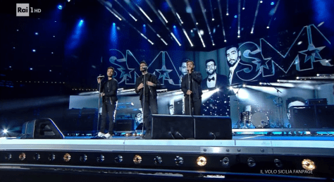 IL VOLO on stage singing
