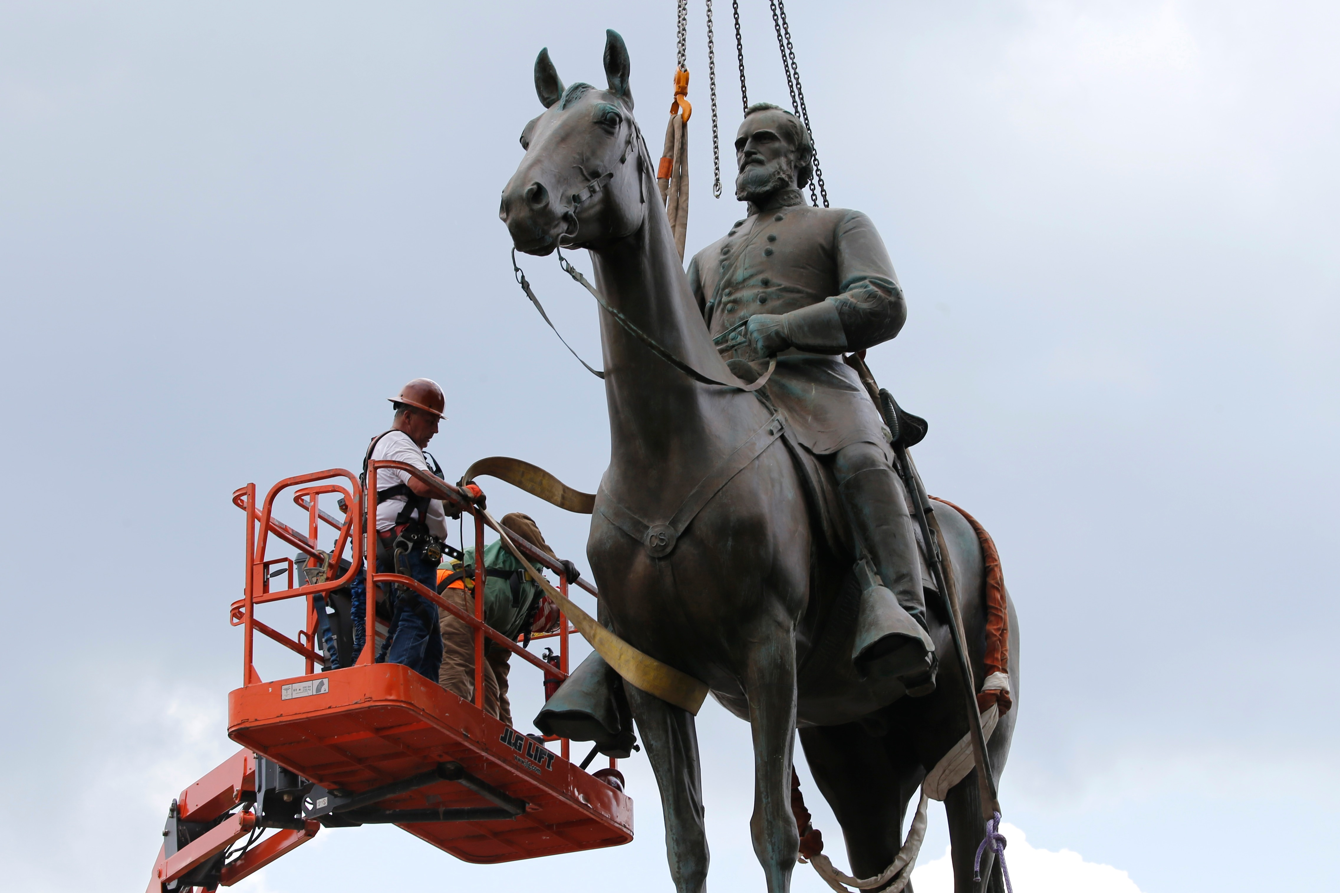 Photo of Richmond Orders Removal of Confederate Statues on City Land