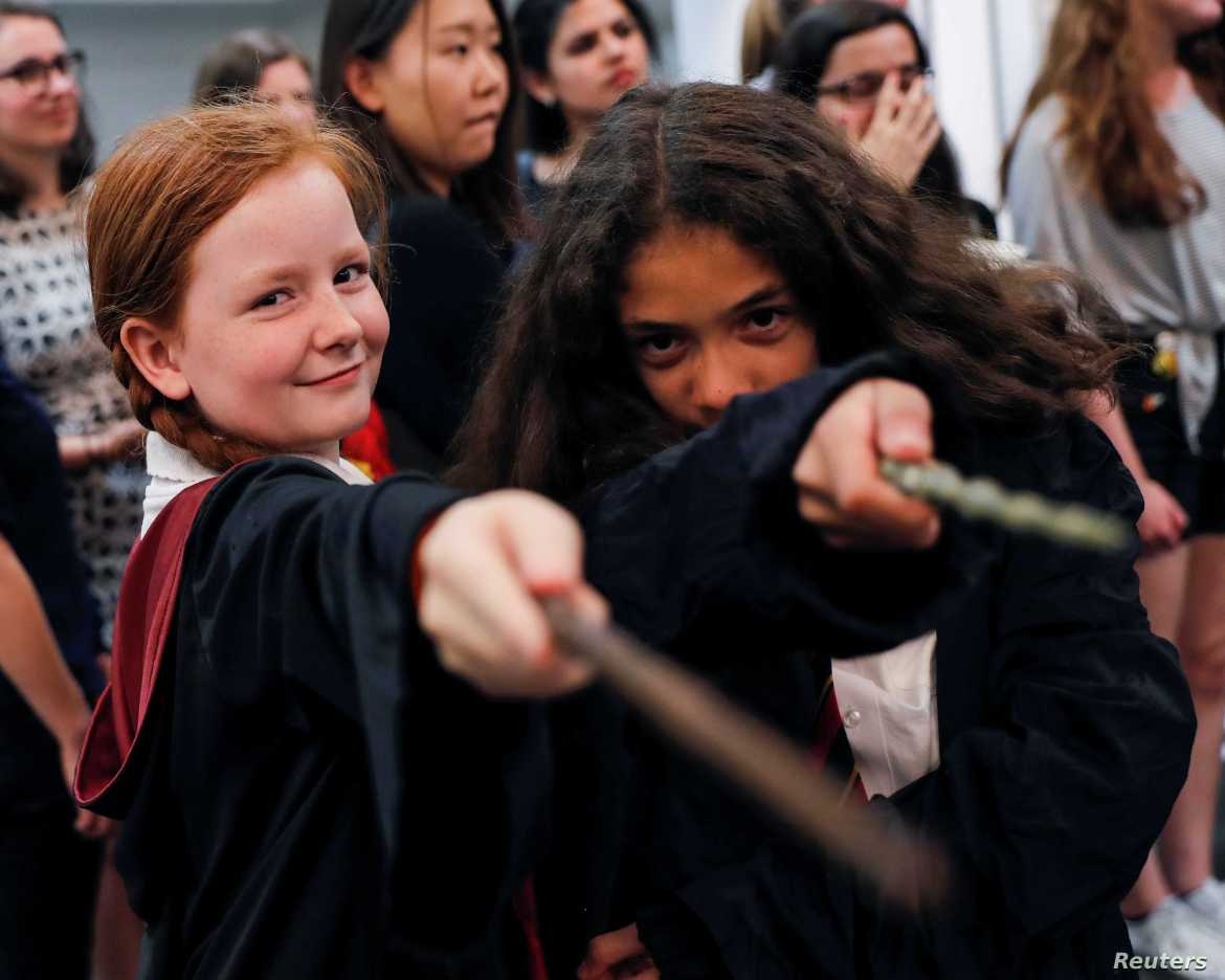At Platform 9-3/4, Harry Potter Fans Mark 20 Years of Magic | Voice of  America - English