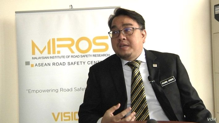Khairil Anwar, director-general for the Malaysian Institute of Road Safety Research says the country's biggest food delivery companies have not been providing adequate safety training to their delivery riders. (VOA/Dave Grunebaum)