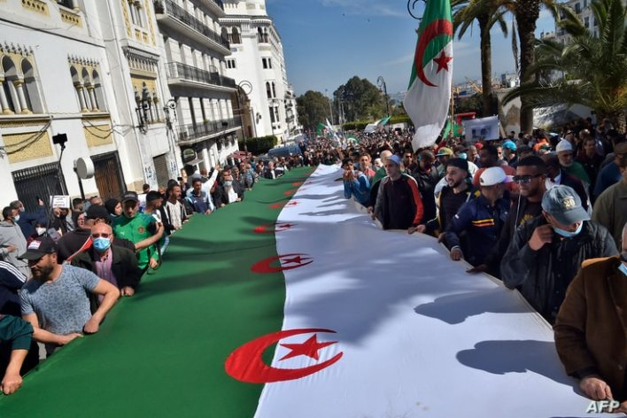 Algerian anti-government protesters take the streets of Algiers on March 26, 2021 as the Hirak pro-democracy movement keeps up…