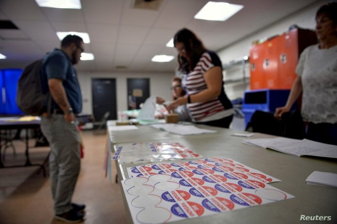 Voters sign in to cast their vote at a polling place on April 26, 2016 in Philadelphia, Pennsylvania.