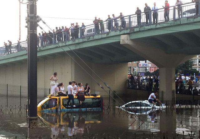 ВСтамбуле из-за урагана пострадали 10 человек