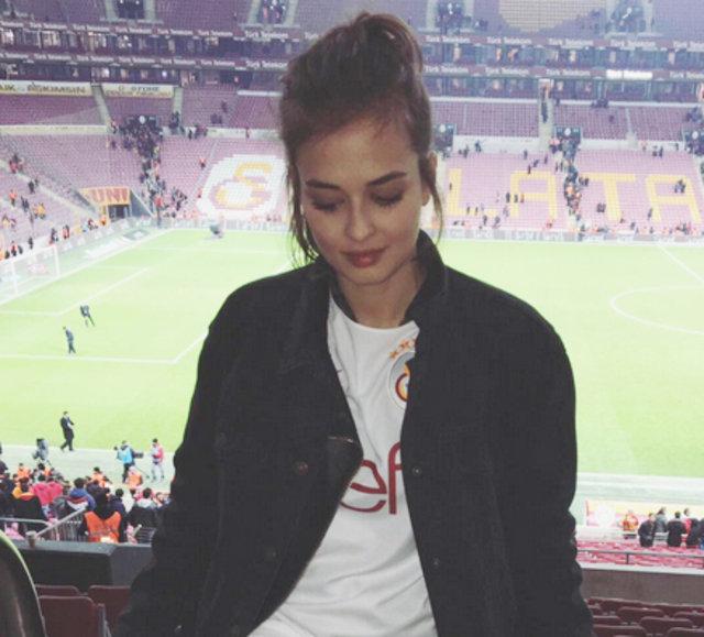 Türk güzel Elif Aksu'nun küvet pozu olay oldu - Magazin haberleri