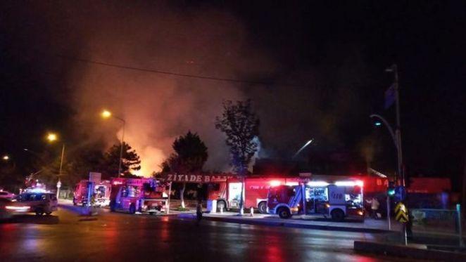 İstanbul'da yangın paniği! SON DAKİKA: Balık restoranı küle döndü - Başakşehir 13