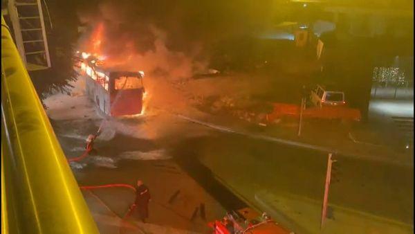 Son dakika! Ankara'da direğe çarpan yolcu otobüsü alev alev yandı: Ölü ve yaralılar var 14
