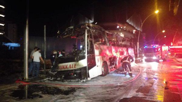 Son dakika! Ankara'da direğe çarpan yolcu otobüsü alev alev yandı: Ölü ve yaralılar var 15