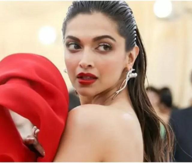 Deepika Padukones Sexy Met Gala Makeup Is A Lesson In Femme Fatale Beauty