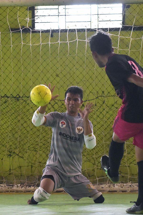 Eman Sulaeman An Indonesian Goalkeeper With No Feet