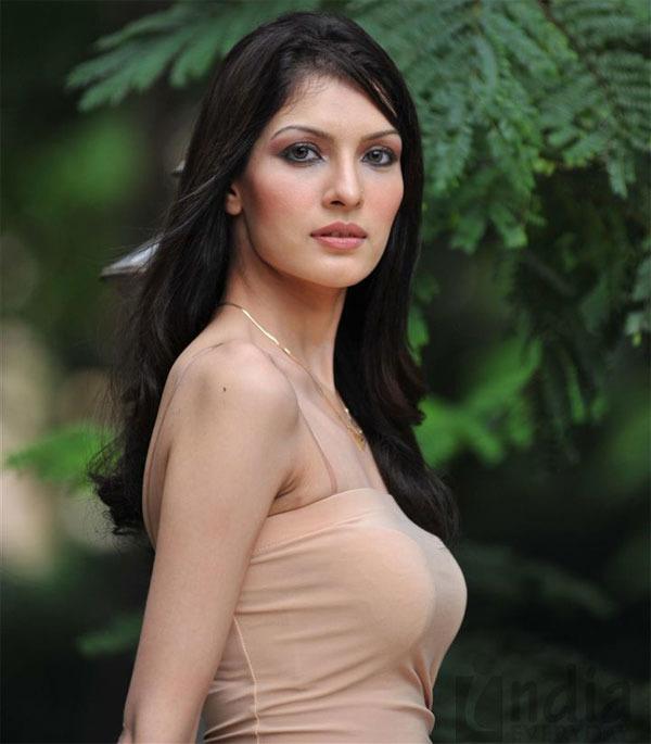 10 42 Saeeda Imtiyaz Hot Pakistani Actresssaeeda Imtiyaz Is A Pakistani American Actress Who