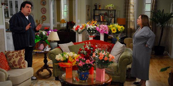 Teresa leva susto ao ver sua sala repleta de flores