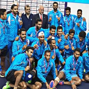 Hockey India rewards team for claiming silver medal ...