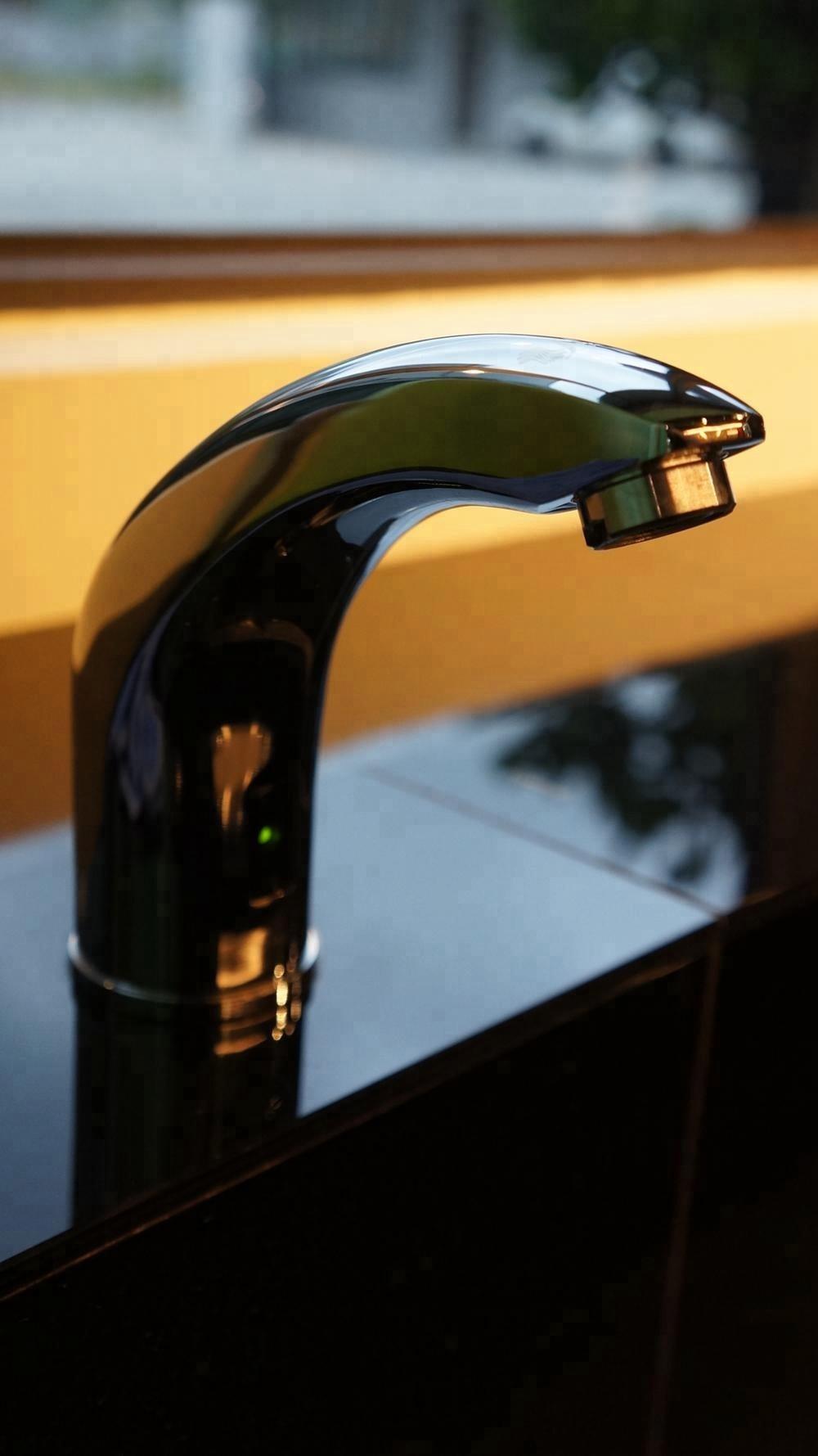 automatic smart bathroom sink faucet