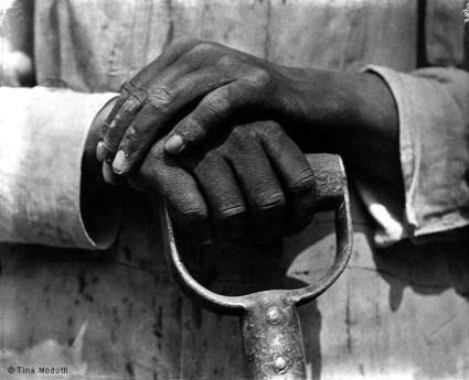 manos-de-un-obrero-de-la-construccion-1926