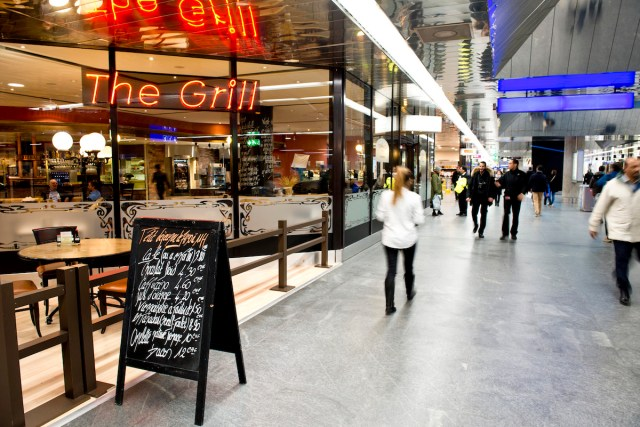 The Grill galerie marchande gare CFF Cointrin Genève. The Grill Genève communications visuelles