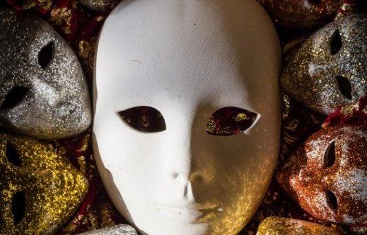 Máscara veneciana blanca.
