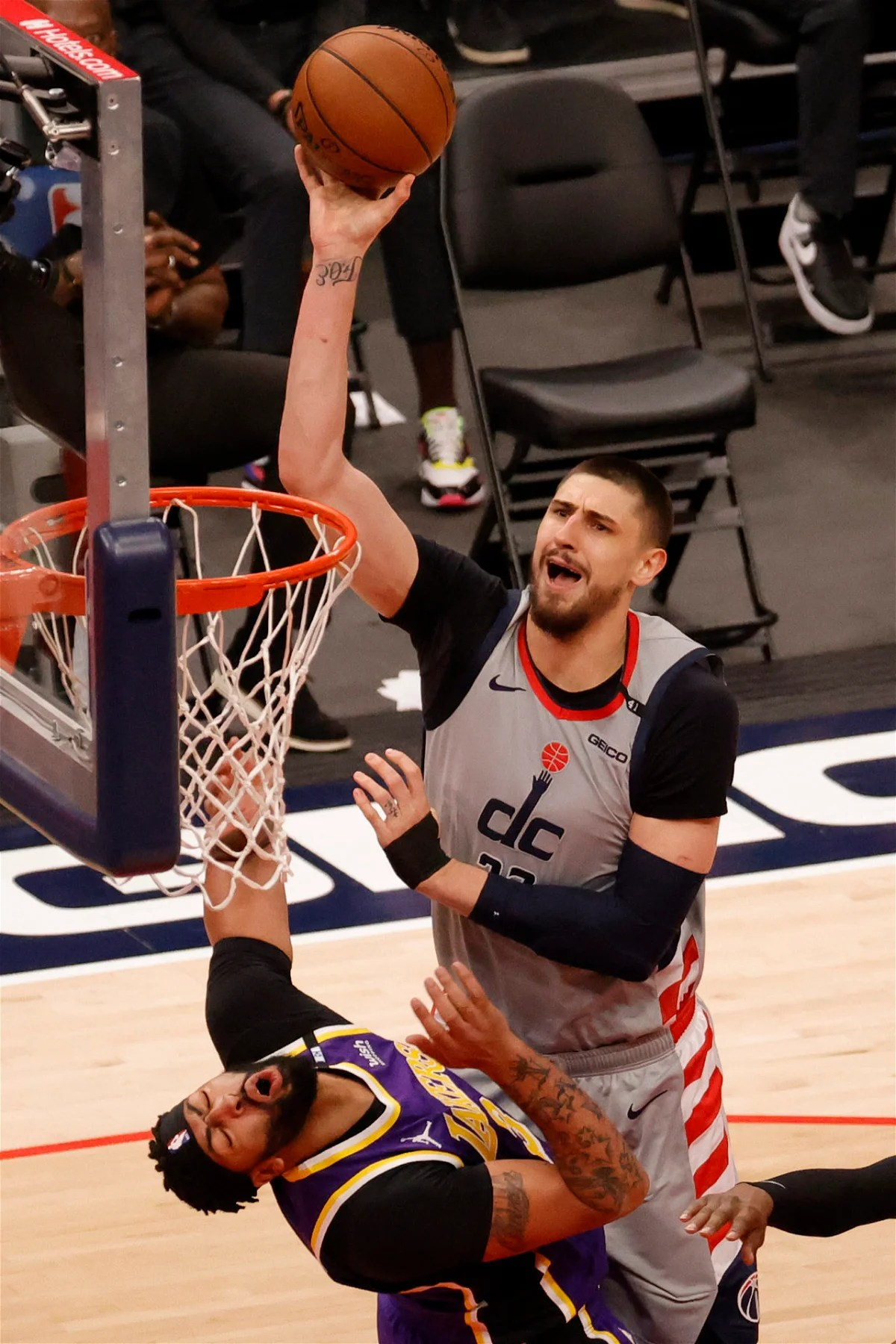 watch wizards forward punishes lakers