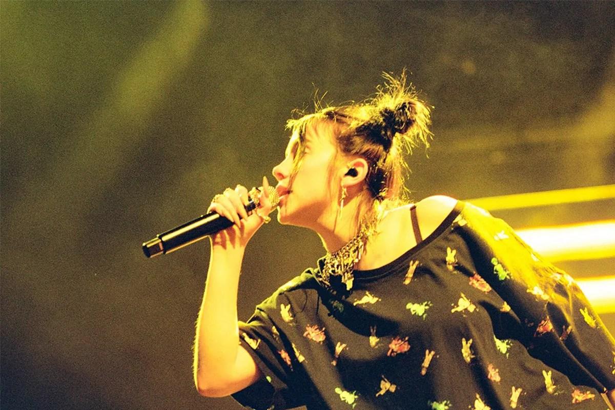 HYPEBAE 獨家窺探 Billie Eilish 巡迴演唱會之時尚魔衣櫥   HYPEBEAST