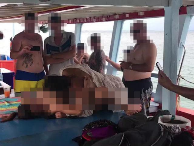 """Điều 6 """"chân dài"""" khỏa thân chiều khách trên du thuyền, """"tú ông"""" hét giá gần 40 triệu"""