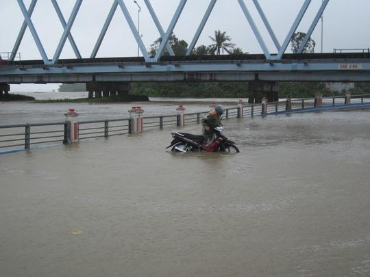 Thủy điện xả lũ lớn nhất 7 năm qua, Phú Yên ngập nặng - 5