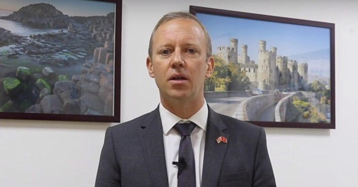Vụ 39 người tử vong: Đại sứ Anh lên tiếng sau khi 16 nạn nhân được đưa về nước - 1