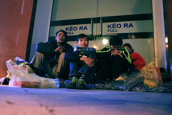"""Ảnh: Người vô gia cư trong đêm lạnh """"ác mộng"""" ở Hà Nội - 2"""