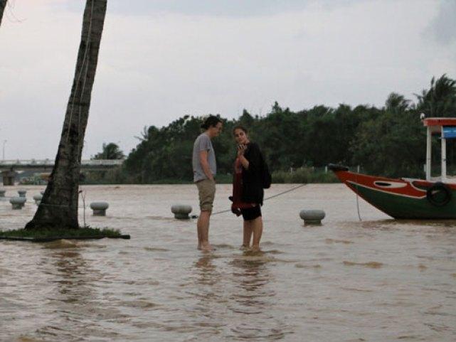 Quảng Nam: Nước lũ nhấn chìm nhiều tuyến phố cổ Hội An - 3