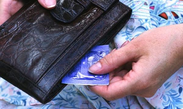 Vợ phát hiện sự thật cay đắng trong lần đi mua bao cao su cho chồng - 1