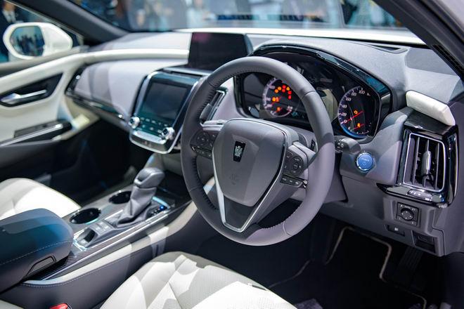 Toyota Crown: Sedan hạng sang thực thụ của Toyota - 3