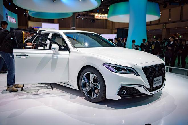 Toyota Crown: Sedan hạng sang thực thụ của Toyota - 6