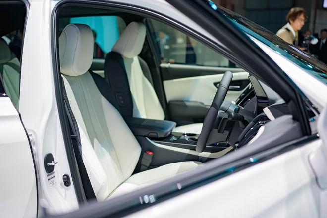 Toyota Crown: Sedan hạng sang thực thụ của Toyota - 7