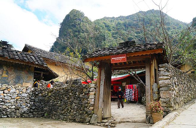 Ở Hà Giang, có một ngôi nhà cổ đẹp lạ ẩn mình giữa cao nguyên đá - 1
