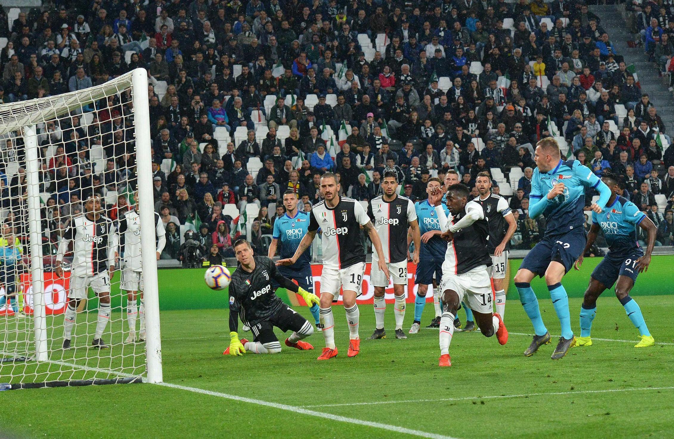 Josip Ilicic, front right, puts Atalanta ahead