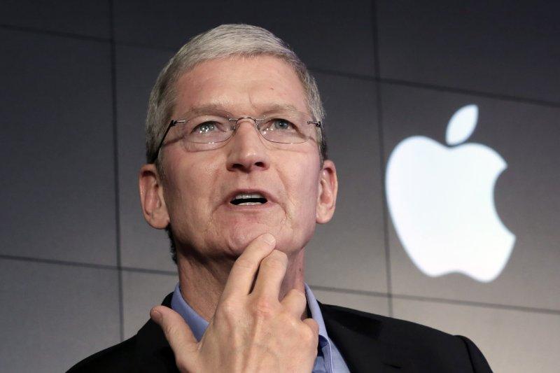 蘋果執行長庫克稱,中國地區的App Store下架VPN App是遵守中國法律行事(美聯社)
