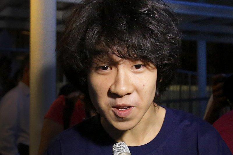 曾因批评新加坡开国总理李光耀而遭起诉的新加坡少年余澎杉(英语:Amos Yee),24日获得美国政府政治庇护。(AP)