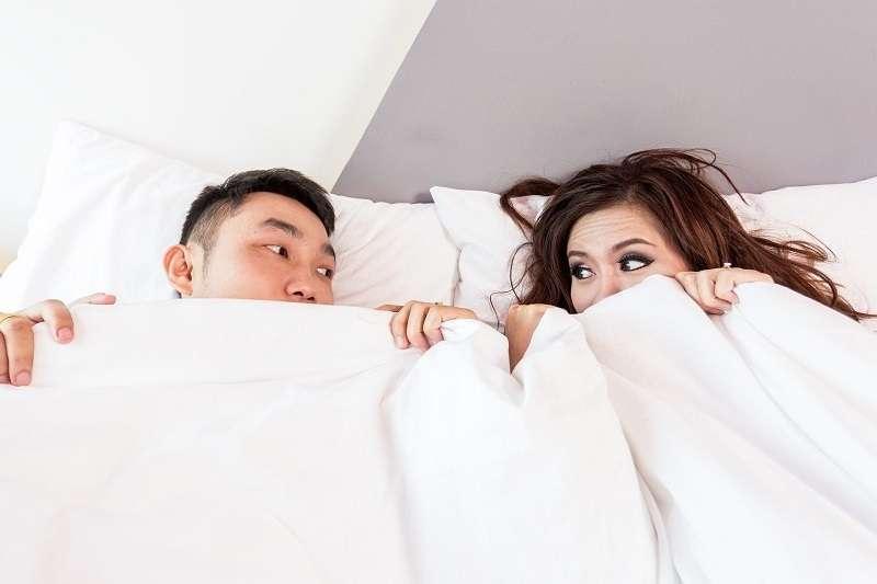 女生又該如何知道男生已經在口愛過程中達到高潮了呢?不妨在口愛的過程中觀察男生是否有愉悅、滿足的表情。(示意圖/pixabay)
